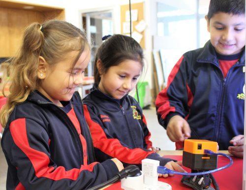 Escolares visitan Fab Lab de Campus San Joaquín