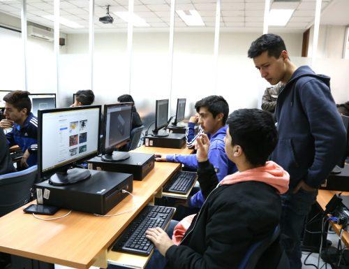 Laboratorios de Fabricación Digital de la USM recibieron a estudiantes de enseñanza media