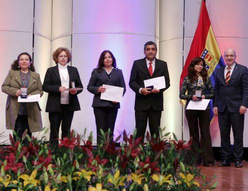 USM celebra a sus profesores y funcionarios con reconocimiento por años de servicio