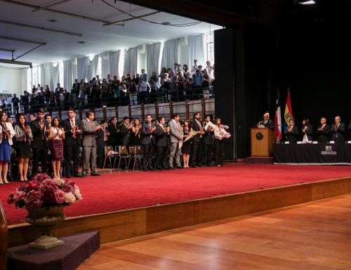 USM titula a 462 nuevos profesionales de la Región Metropolitana