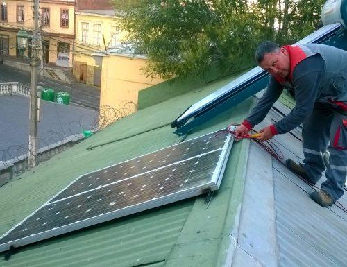 USM entrega sistema de iluminación solar a Comedor Solidario del sector de La Matriz