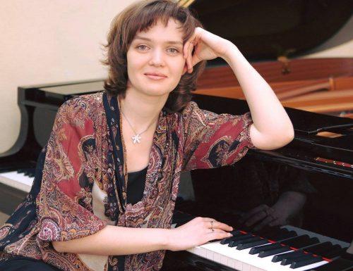 La gran pianista rusa Eleonora Karpukhova regresa a la USM