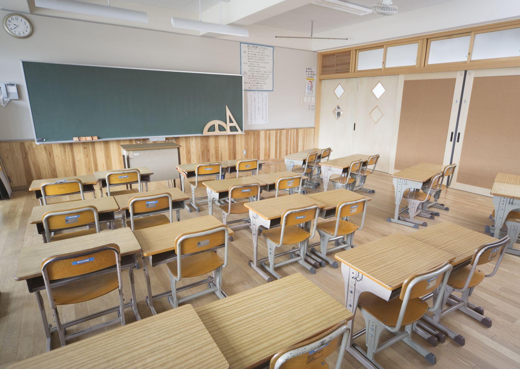 Mobiliario escolar de la regi n de valpara so sale al for Mobiliario para estudiantes